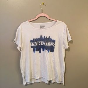 Tops - Twin cities tourist shirt